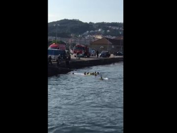 Rescate de un hombre que cayó al mar cuando circulaba con su coche en Pontevedra