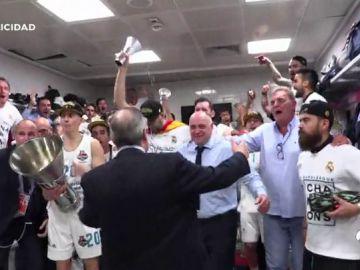 En la cancha de Belgrado, en el vestuario, en el avión... Así fue la fiesta del Real Madrid tras ganar la Euroliga