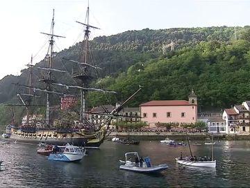 Una impresionante fragata francesa llega al puerto de Guipuzcoa