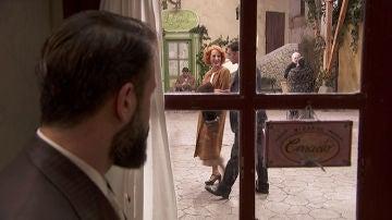 Severo descubre a Irene con otro hombre