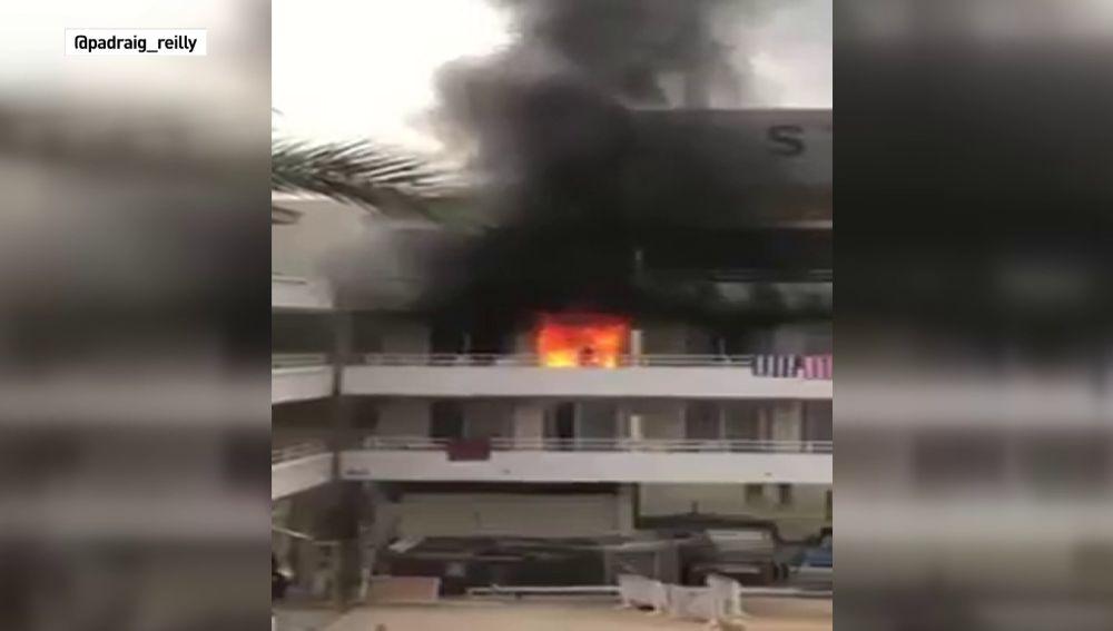 Detenidos cuatro turistas británicos por incendiar un hotel de Magaluf cuando pretendían gastar una broma