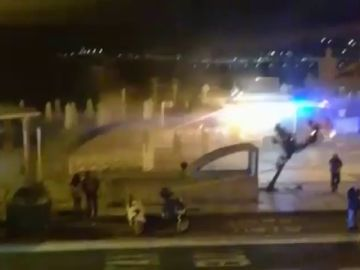 """Un bombero tiene que ser atendido tras atender un incendio en """"La Perla"""""""
