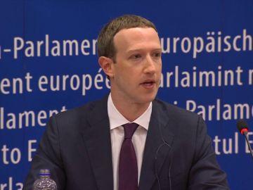"""Zuckerberg pide perdón en el Parlamento Europeo y admite que """"tomará tiempo hacer los cambios necesarios"""""""