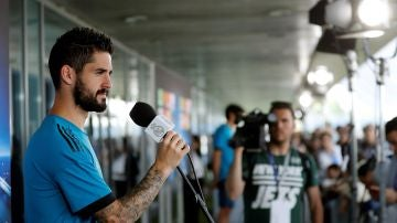 Isco, durante el 'Open Media Day' del Real Madrid antes de la final de Kiev