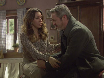 Emilia y Alfonso se reconcilian y prometen venganza
