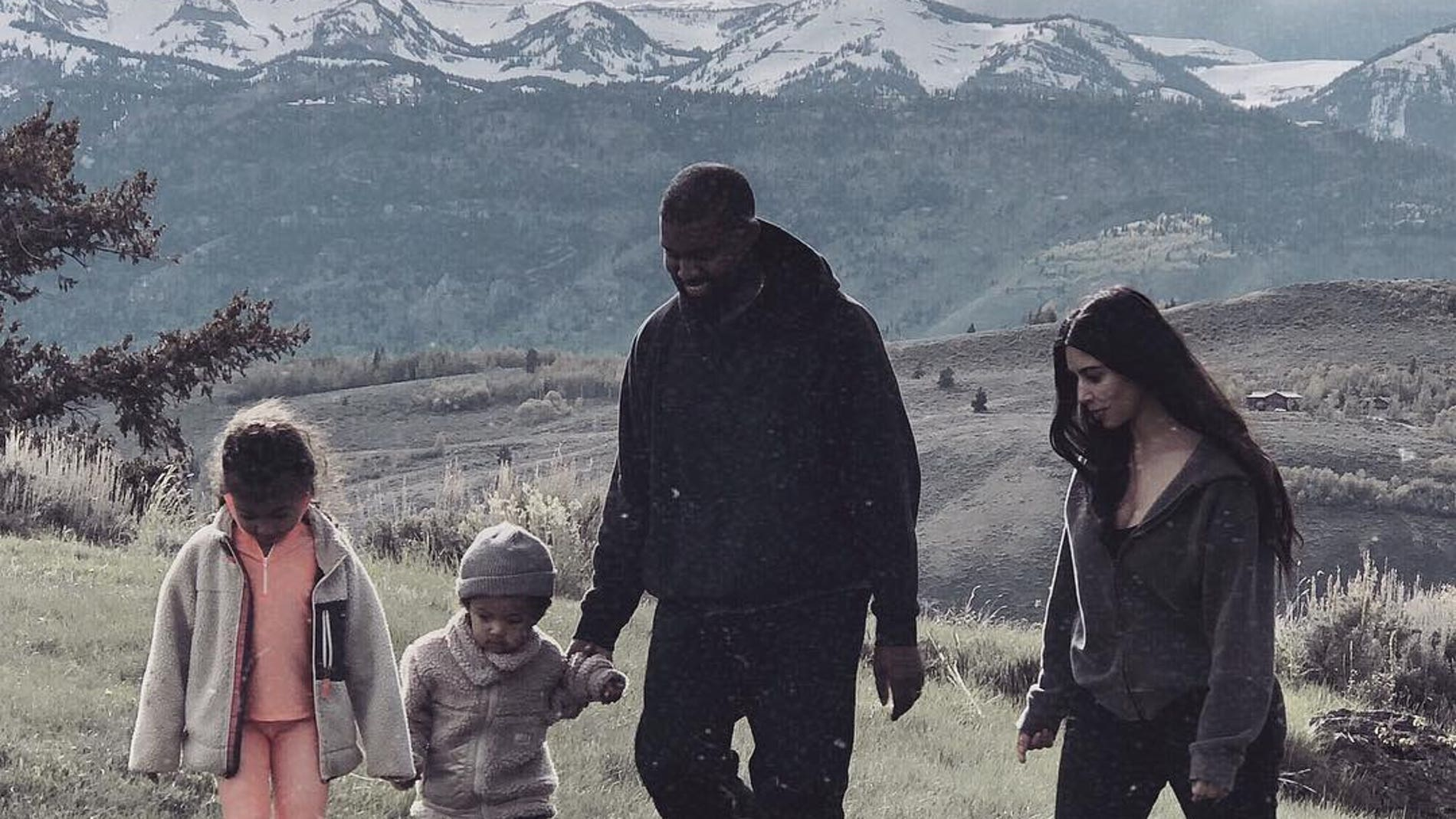 Kim Kardashian junto a su familia