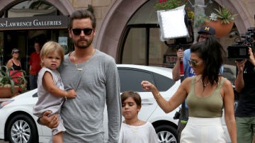 Scott Disick y Kourtney Kardashian junto a sus hijos