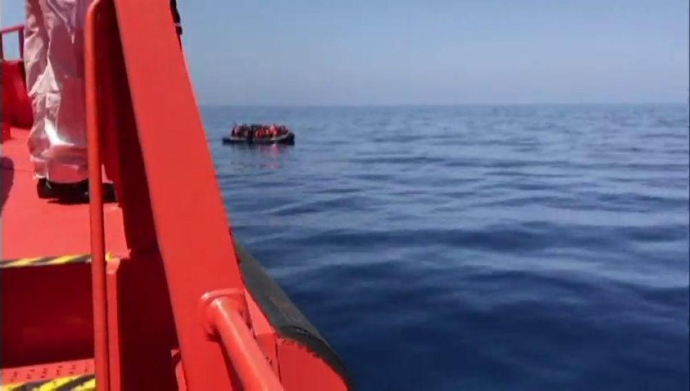 Rescatados 3 niños más de 60 adultos cuando cruzaban el Estrecho en pateras
