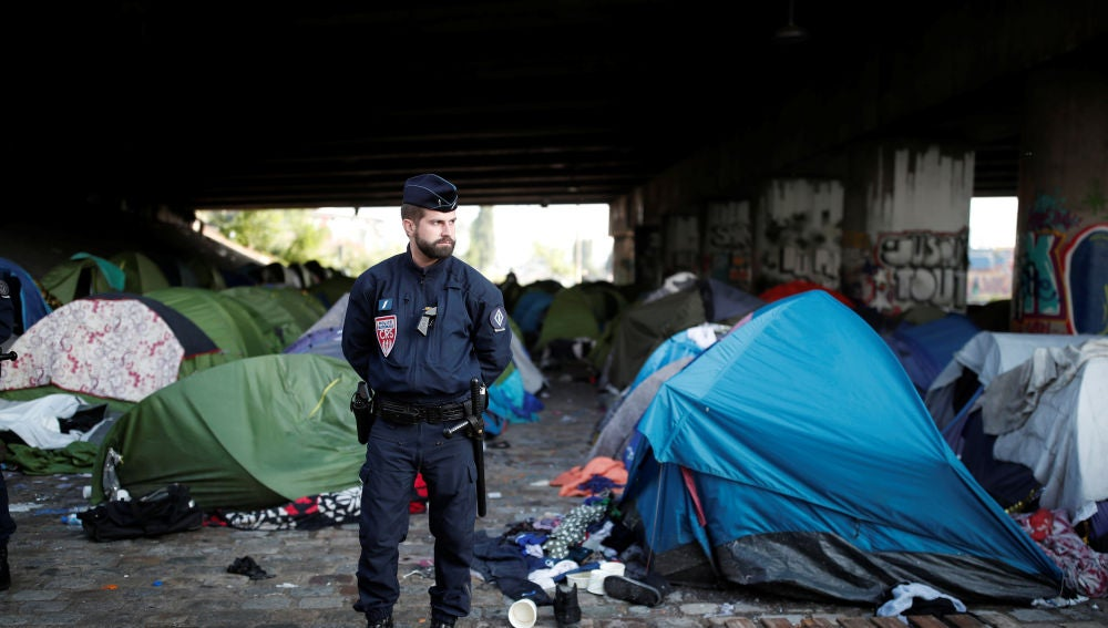 Evacuación de un campamento de inmigrantes en París