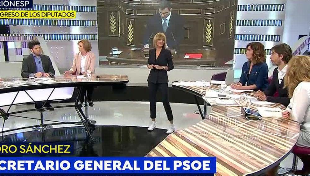 La presentadora Susanna Griso luce traje de pantalón y americana con unas zapatillas 'converse'.