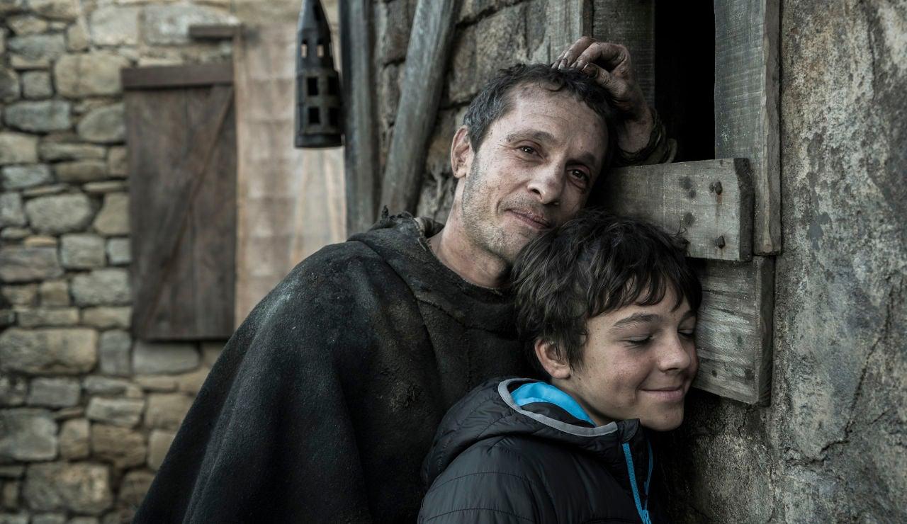 Pablo Derqui y Álvaro Villaespesa en la casa de su madre en la ficción