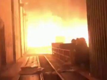 Incendio en una planta de residuos con llamas de hasta 15 metros en Gran Canaria