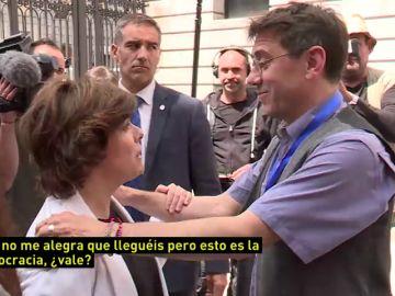 """La tensa despedida entre Monedero y Santamaría: """"Me alegro de que os vayáis"""""""