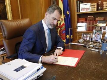 El Rey firma el Real Decreto con el nombramiento de Pedro Sánchez como presidente del Gobierno