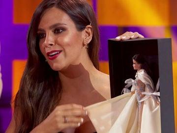 Roberto Vilar regala a Cristina Pedroche una muñeca de sí misma vestida con el segundo traje de las Campanadas