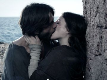 Arnau conoce el deseo y la pasión prohibida junto a Aledis