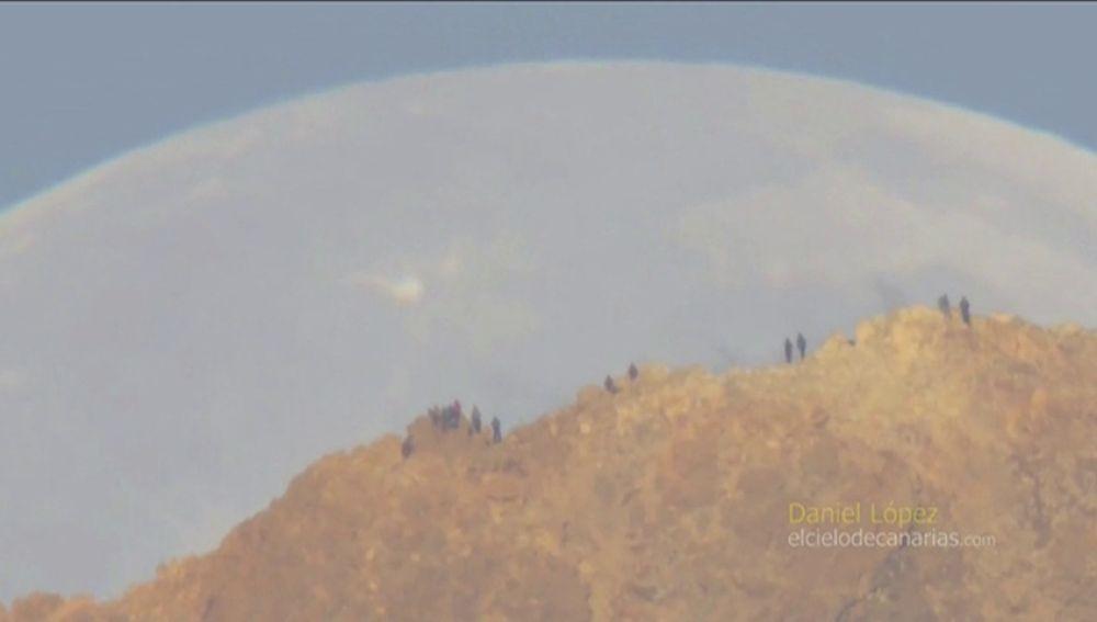 El vídeo de la puesta de la luna sobre el Teide
