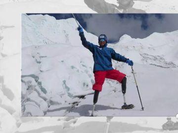 Xia Boyu, el escalador de 70 años al que le amputaron las dos piernas y consiguió escalar el Everest