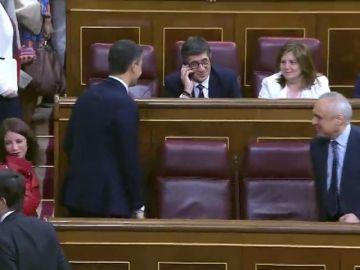Sánchez ya está en su escaño en el Congreso