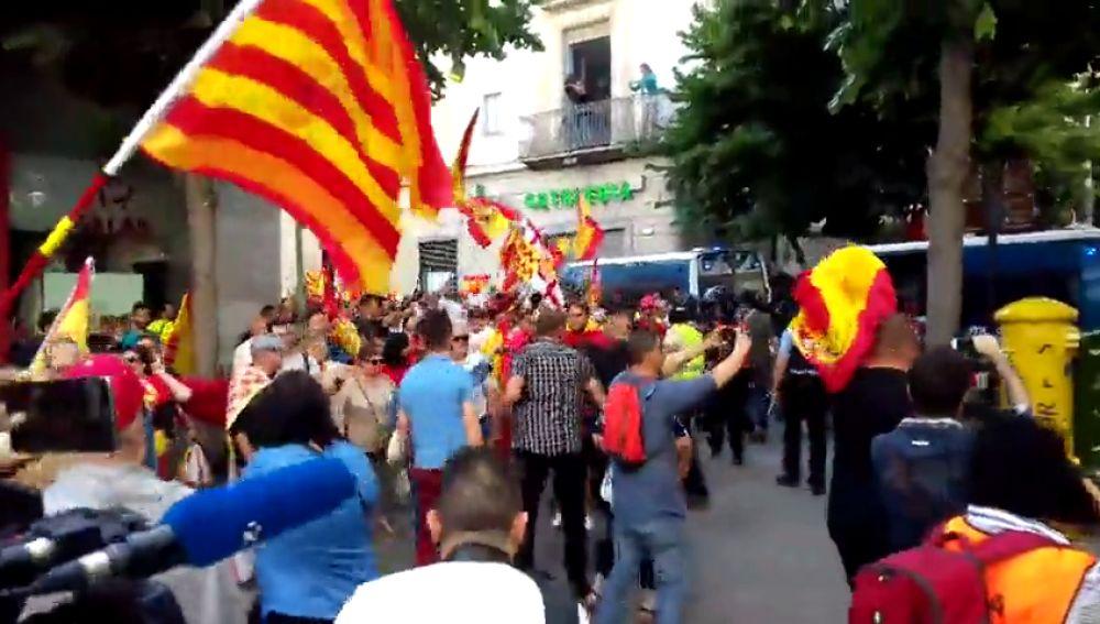 <p>Una manifestación de Tabarnia coincide con otra de los CDR en Mataró</p>