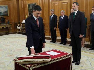 Pedro Sánchez jura su cargo como presidente del Gobierno