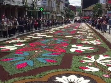 Alfombra floral en Ponteareas