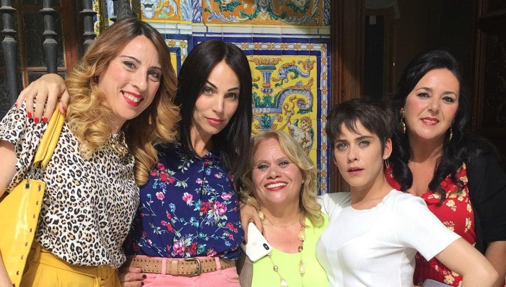 Los actores celebran el fin de rodaje de la cuarta temporada de 'Allí abajo' por todo lo alto