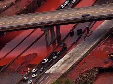 Las fuertes lluvias inundan las calles de Oklahoma
