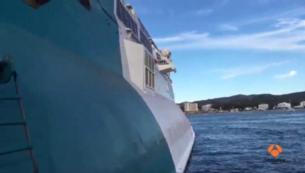 Un ferry procedente de Denia queda encallado en el puerto de Ibiza