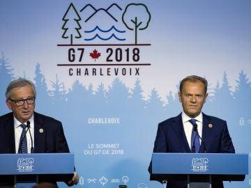El presidente de la Comisión Europea, Jean-Claude Juncker (i), y el presidente del Consejo de Europa, Donald Tusk