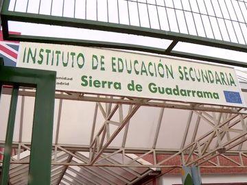 En libertad el director y el conserje del instituto acusados de instalar cámaras en los servicios del centro