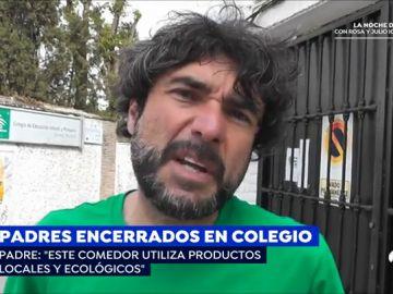 Un grupo de padres se encierra en el colegio de sus hijos para exigir que el comedor ofrezca alimentos ecológicos
