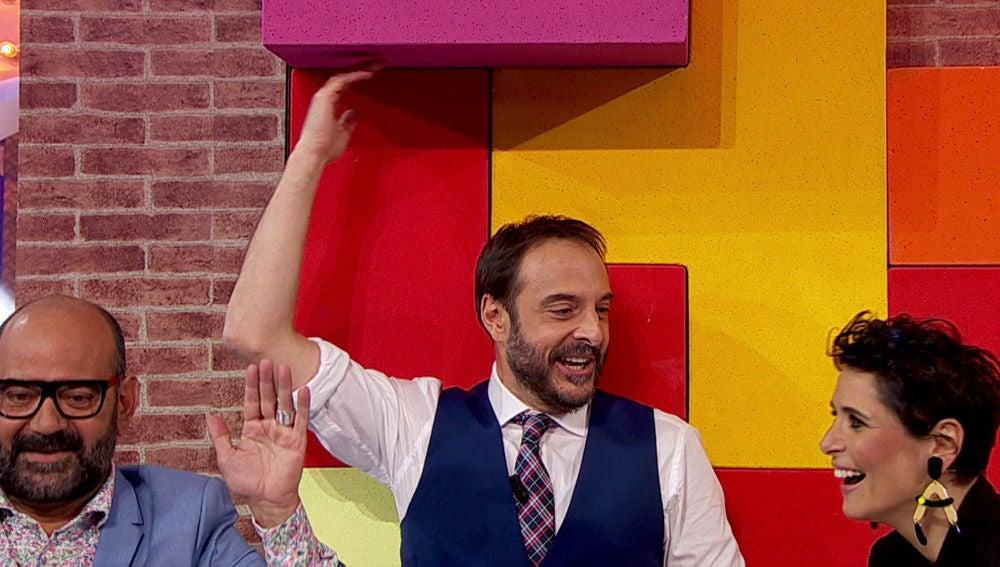 Rosa López y Roberto Vilar se enfrentan a un 'Tetris gigante' para repartir un premio entre el público en 'La noche de Rober'
