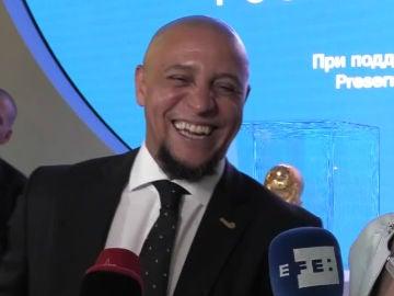 Roberto Carlos, sonriendo