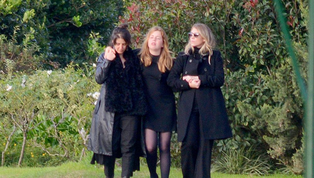 Máxima de Holanda y su hija muy afectadas en el entierro de su hermana