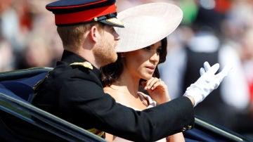Meghan Markle y el príncipe Harry en la 'Trooping The Colour'