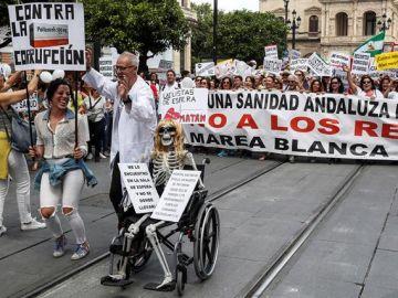 """Miles de personas de toda Andalucía piden en Sevilla """"una sanidad digna"""""""
