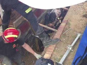 Consiguen rescatar a un obrero sepultado en una zanja
