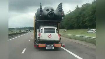 Camión con coches de película