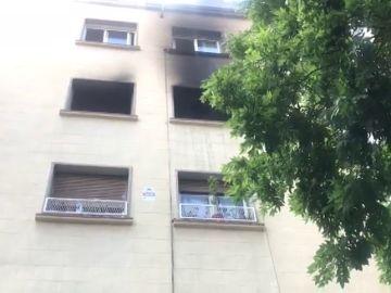 Un muerto y diez heridos tras un incendio en una vivienda de Barcelona