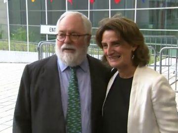 """El amistoso encuentro entre Arias Cañete y la nueva ministra Teresa Ribera: """"Yo me entiendo bien con todos los gobiernos de la UE"""""""