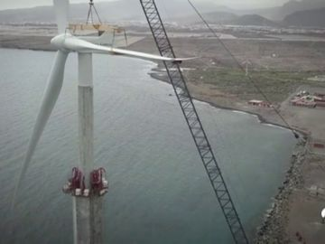 El primer aerogenerador marino de España comenzará a funcionar en menos de un mes en Canarias