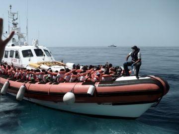 Traslado de parte de los migrantes del Aquarius