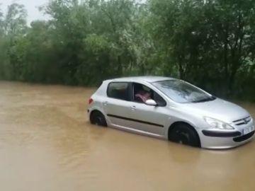 Las fuertes lluvias provocan el desbordamiento del río Bidasoa