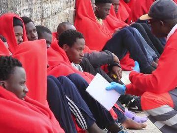 Rescatados 66 inmigrantes que cruzaban el Estrecho a remo