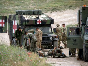 Atienden a los paracaidistas heridos