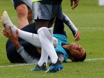 Mbappé se duele en el entrenamiento de Francia