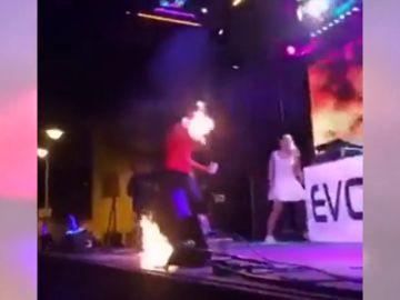 Una artista sufre quemaduras tras un accidente en un espectáculo con fuego