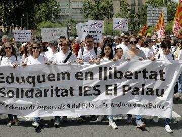 """Manifestación por el centro de Barcelona, bajo el lema """"¡Dejad la educación en paz!"""""""