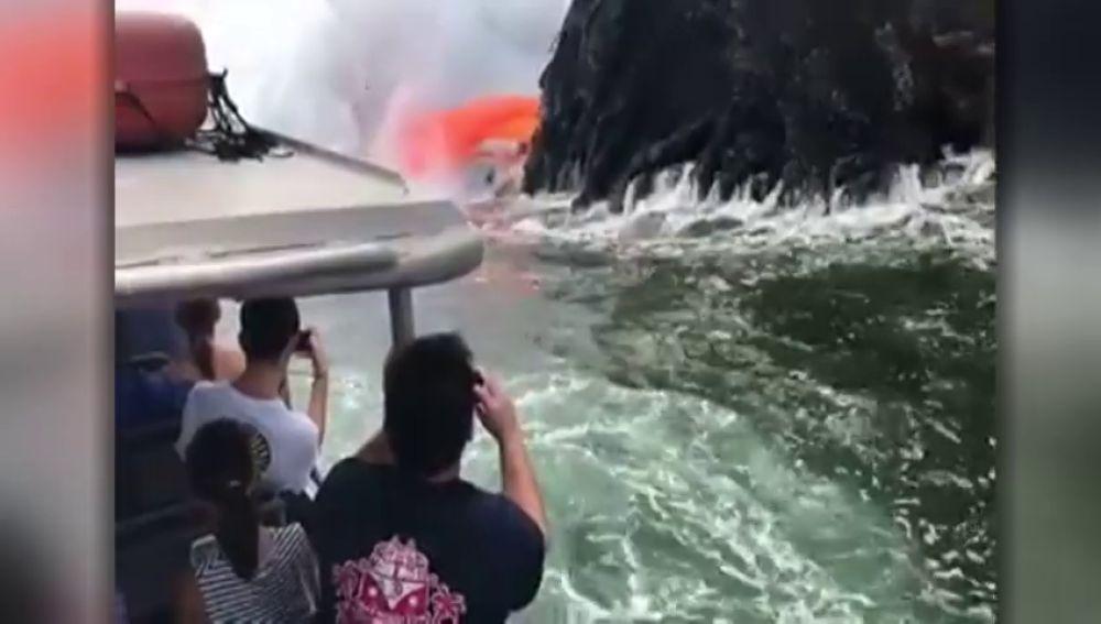 Nueva atracción turística en Hawai: La lava del Kilauea en el mar